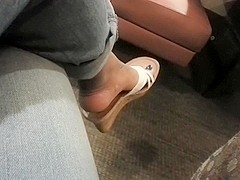 Dangle while waiting for food