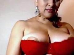 Amateur big tits clip shows me posing in underwear