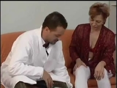 Ass to Mouth - Alte Mom und junger Doc