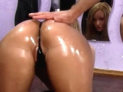 CURVY GIRLFRIEND RECEIVES DRILLED HER OILED HOT WAZOO !!