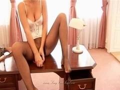 Lucie Mis Hose Masturbation