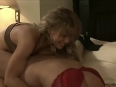 Blonde veteran (Ginger Lynn) has fun with a young blonde (Mia Presley)