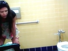 Middle-aged lady needs to urinate