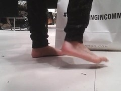VOYEUR 03 - Calzonuda patas chulas