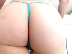 Kagney Linn Karter and London Keyes shows their delicious asses