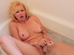 Racquel Devonshire masturbating in baths