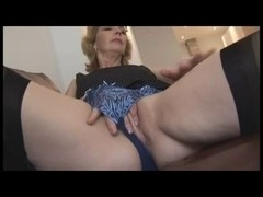 Mature bitch Crissy wears hot stockings while jilling