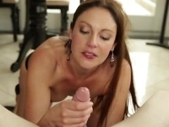Gorgeous Samantha Ryan is sucking hard cock