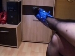 Uschis Weihnachts Shoejob with cumshot
