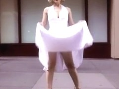 Marilyn Monroe lookalike in street upskirt video