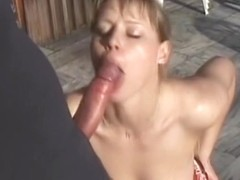 Babe likes blowing penis on the balcony