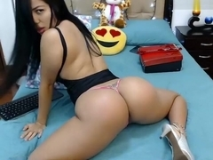 anielli69 kicks from masturbation before camera