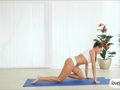 Flexible yoga babe Mea Malone ass banged