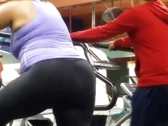 nice gilf booty in gym