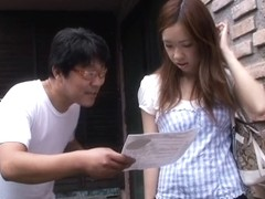 Spycam downblouse video of an Asian chick