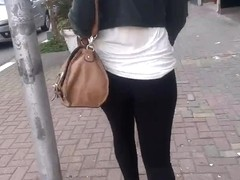 SDRUWS2 - PERFECT BLACK BUTT WALKING IN THE STREET