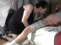 Amateur sissy guy blowing dick