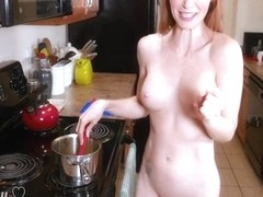 Solo Milf Fully Naked Cooking