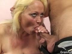 Old blond slut acquires hammered