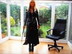 Domme Blondia in outfit pvc