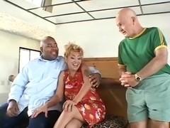 Blonde cougar enjoys anal fuck