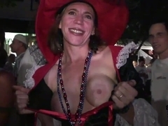 Girls Go WIld on Halloween - SpringbreakLife