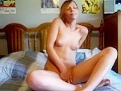 Webcam chick slow masturbation