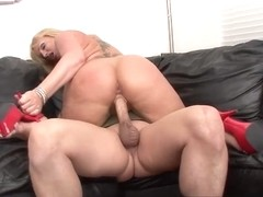 Blonde babe Flower Tucci does Anal