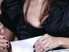 Hot And Mean: Seducing a Straight Girl