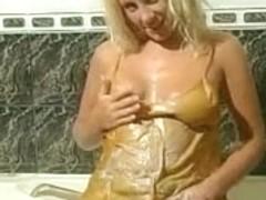 Clair-Lou takes a hawt baths 6
