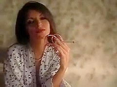 long nail goddes smoking