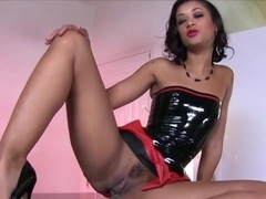 Dark-skinned hottie caught masturbating